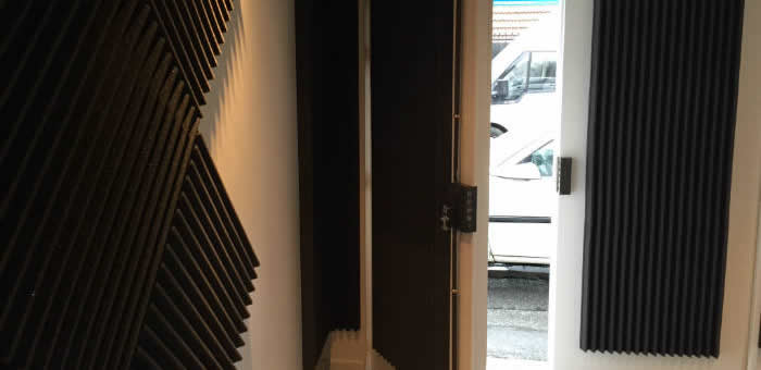 Sonex construction et r novation studio d 39 enregistrement for Porte d entree phonique
